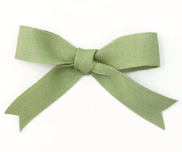 Likely one of the first bows you learned to tie, the classic bow is still a time...