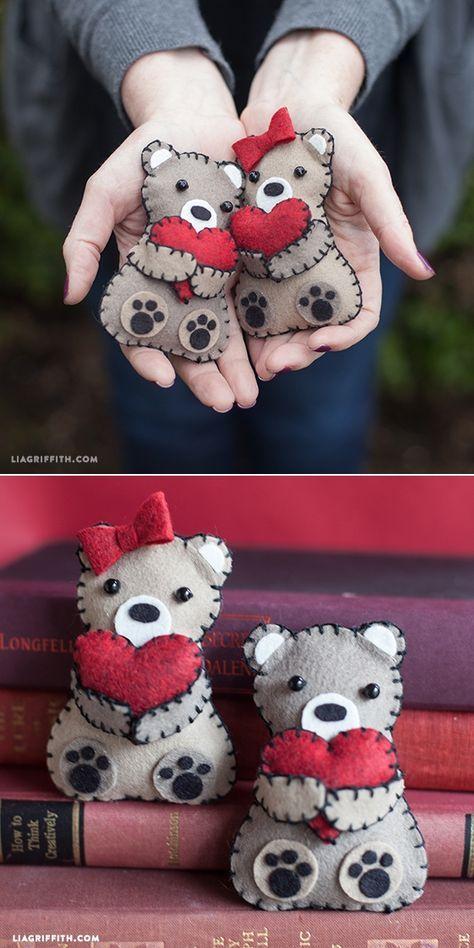 Mini Valentine's Day Bears from Felt www.liagriffith.com #felt #kidscraft #Valen...
