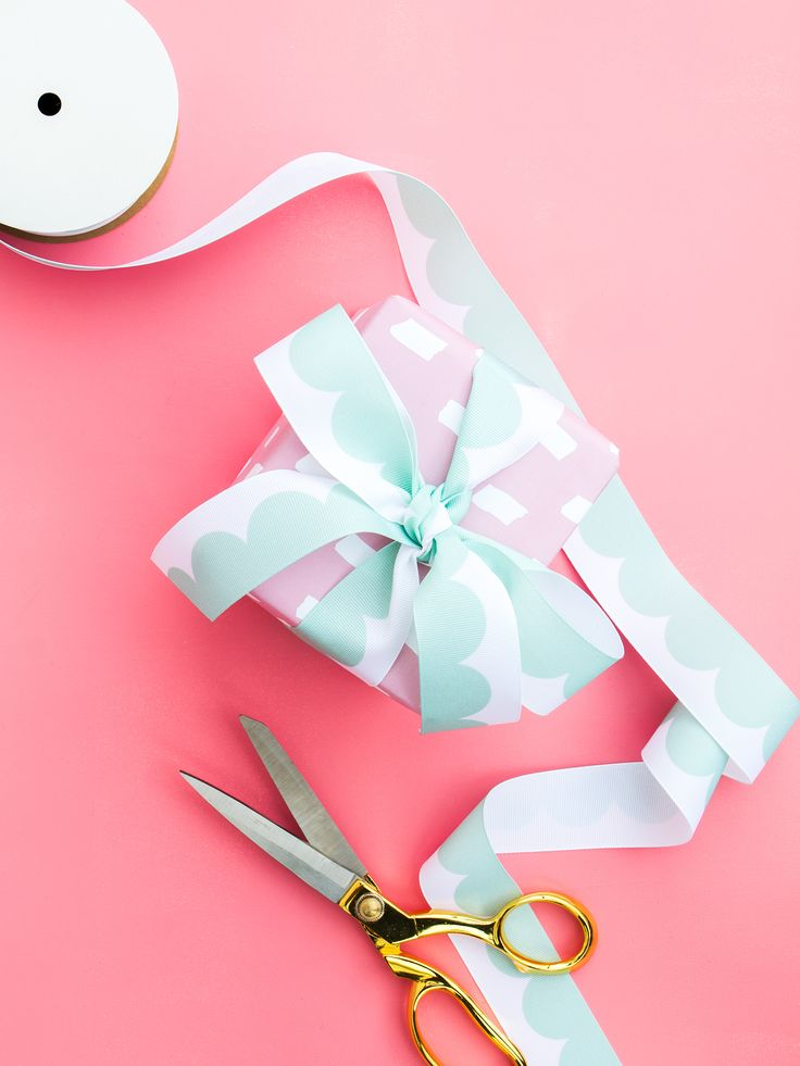 DIY Custom Scalloped Ribbon