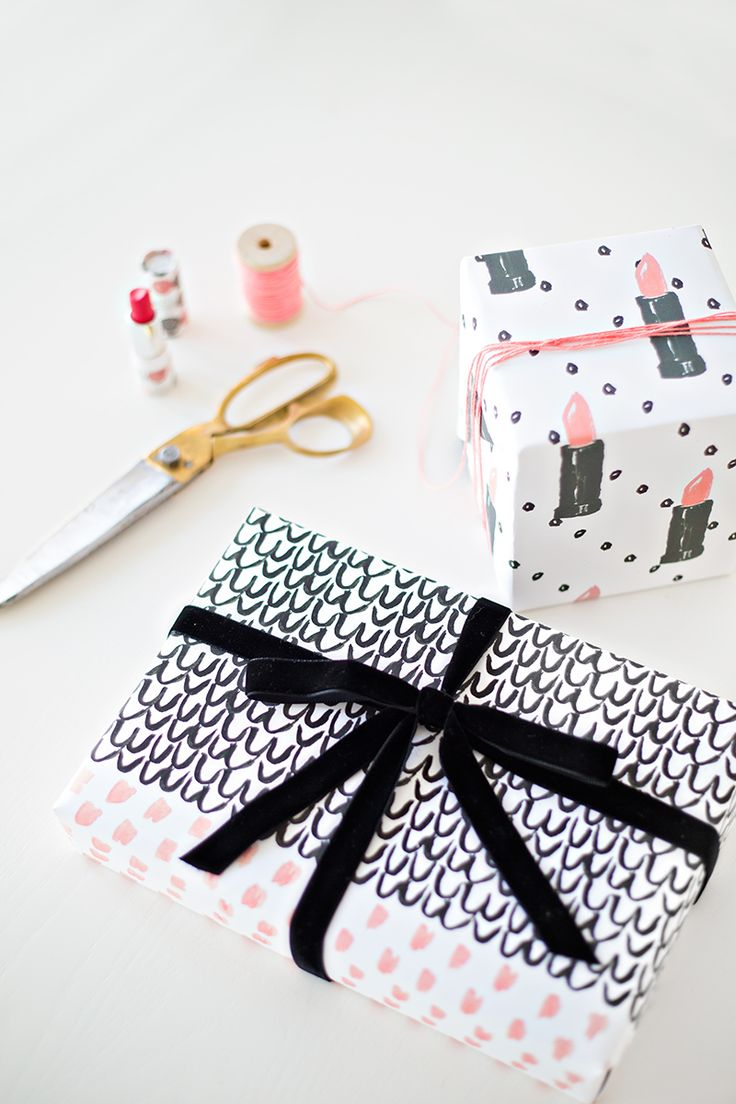 Diy gift wrapping ideas free printable gift wrap how to wrap a diy gift wrapping ideas negle Images