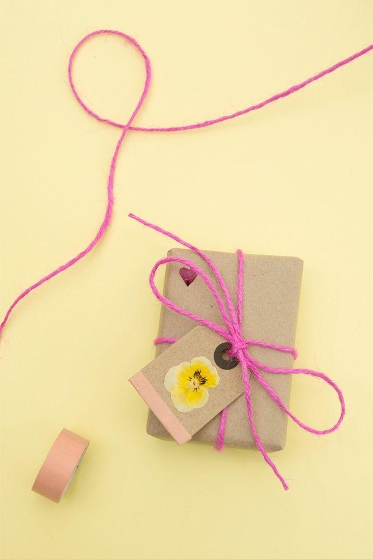 Pressed flowers gift wrap – Papermash