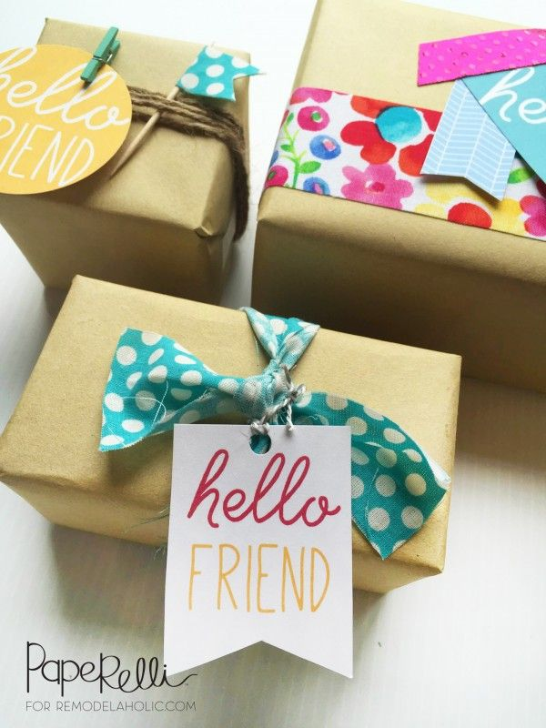 This is the cutest gift wrapping! Free printable gift tags, plus brown kraft pap...