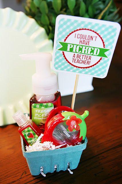diy gifts ideas berry basket teacher gift free printable tag