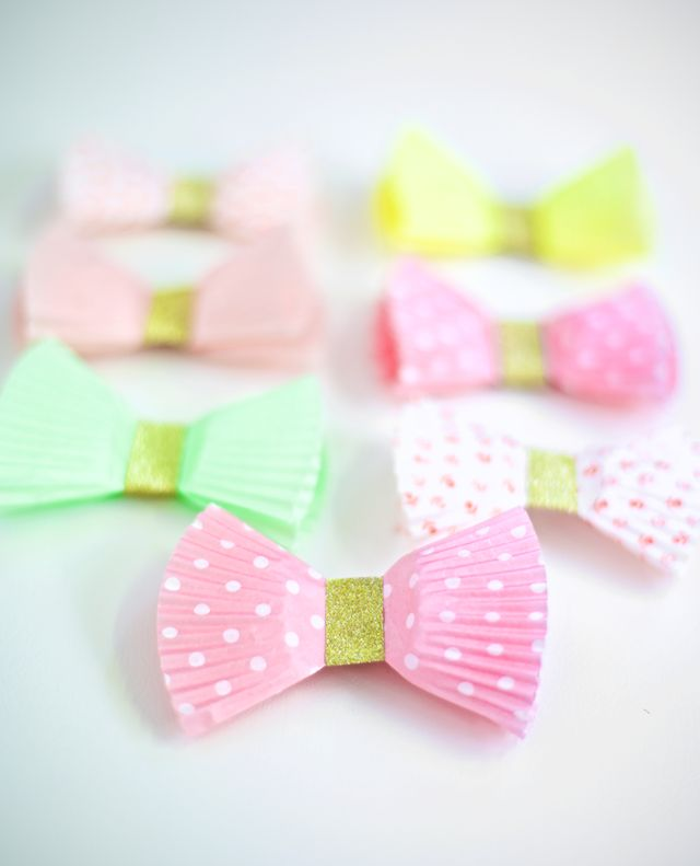 Diy wrapping gifts inspiration diy gift bows with cupcake diy wrapping gifts inspiration solutioingenieria Images