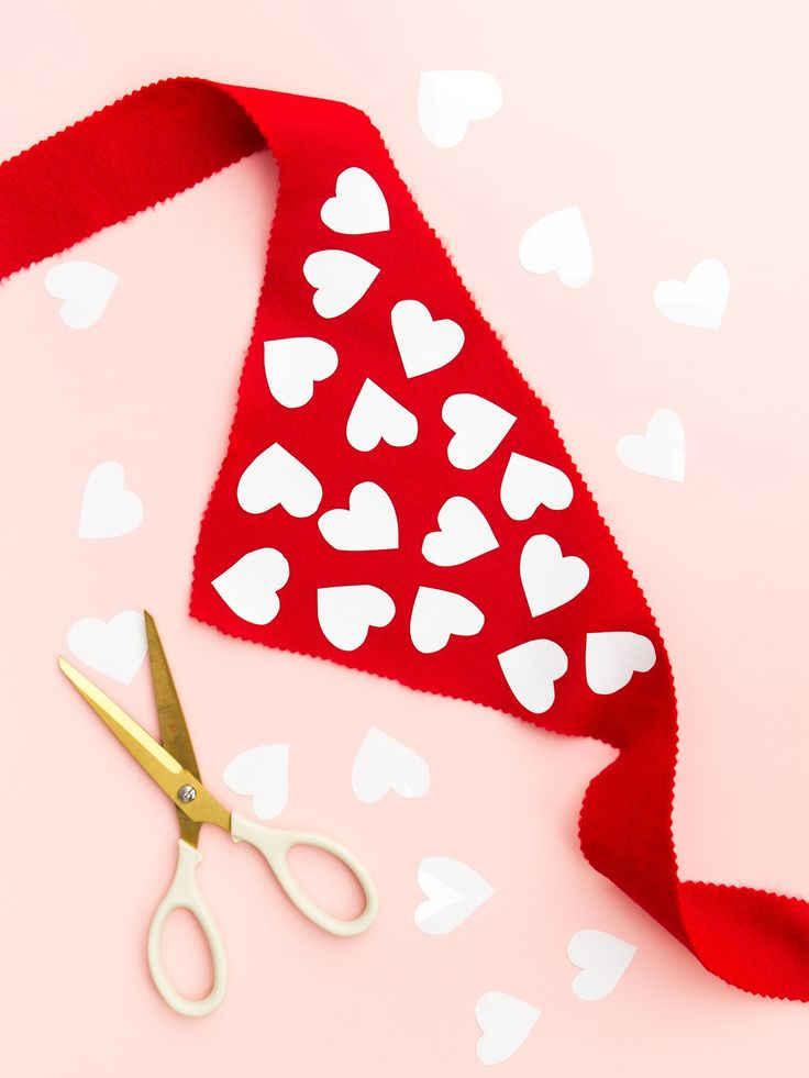 You don't need to sew anything to create this adorable Valentine's Day s...