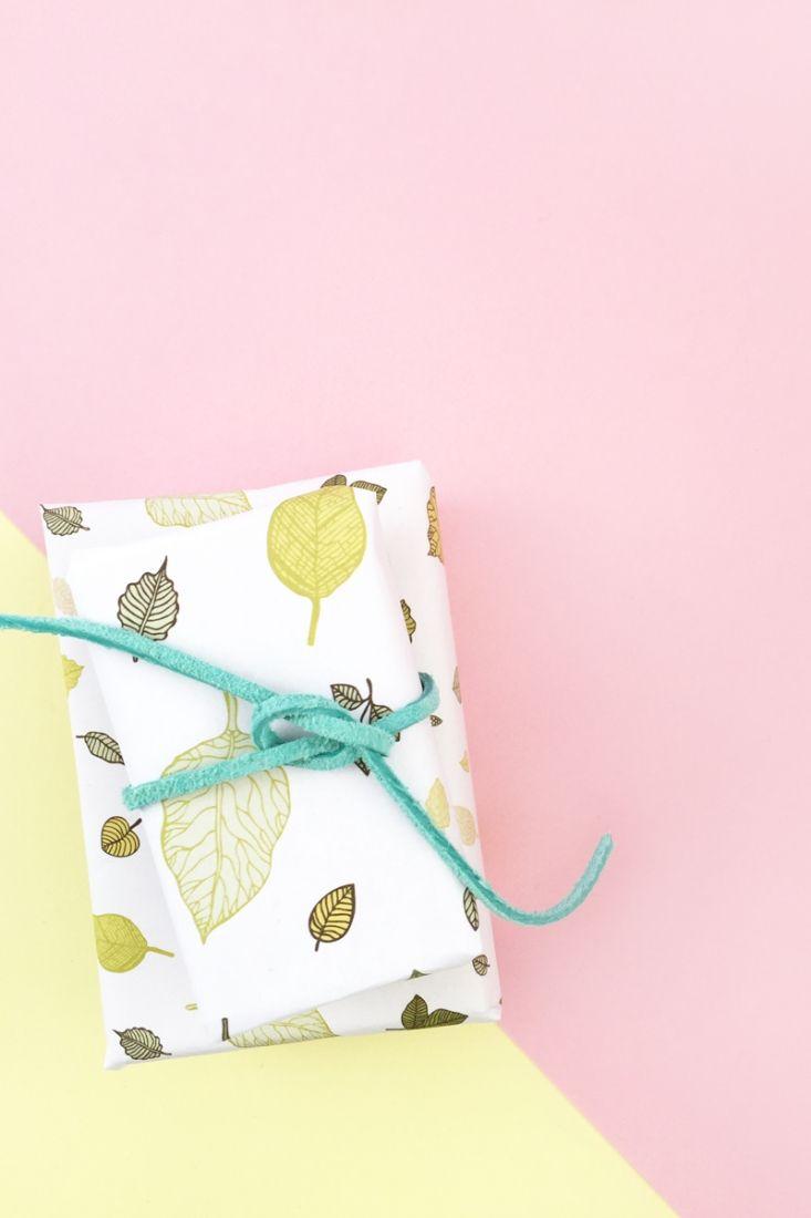 diy gift wrapping ideas diy gift wrap with leaf pattern maritza lisa