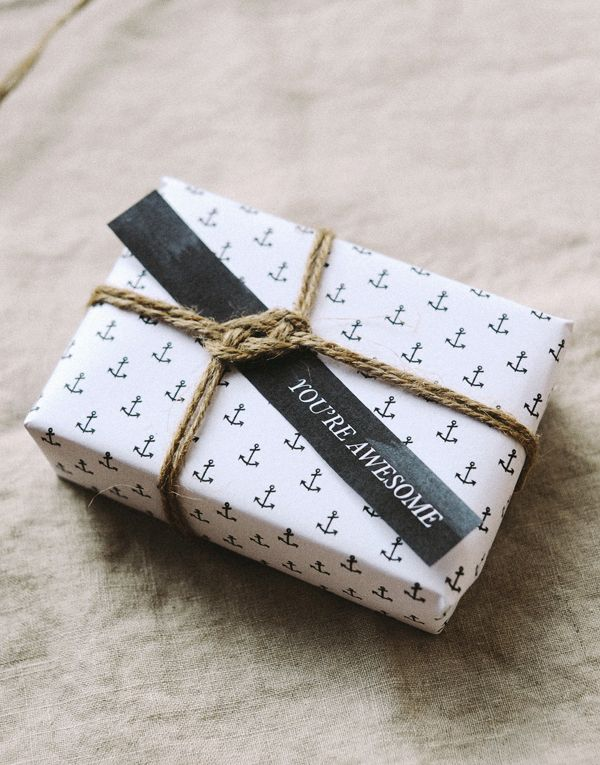Free printable anchor gift tags & wrapping paper from Hey Look