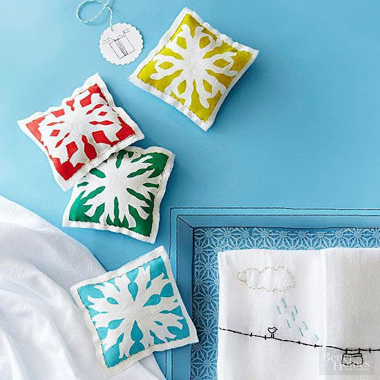 Make these Scent Filled Sachets for an inexpensive handmade gift. These pretty s...