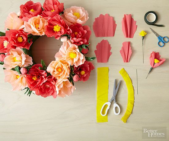 DIY Gifts : This easy tutorial shows you how to make paper flowers ...