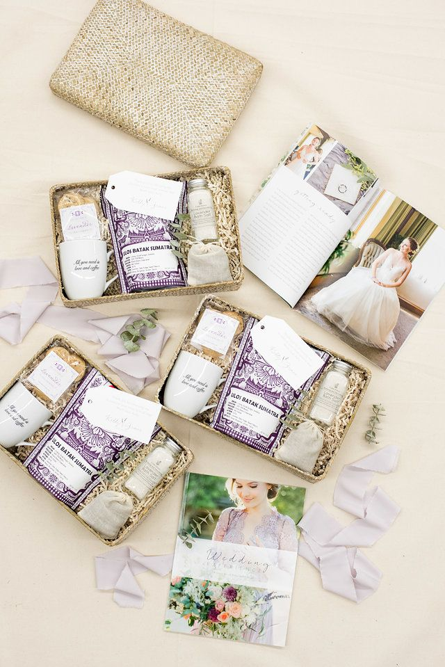 Create a unique gift giving experience for your clients with our custom gift des...