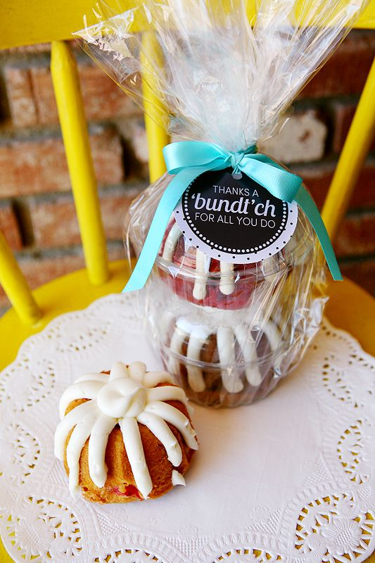 Free printable tag for those mini bundt cakes!  Perfect teacher or friend gift. ...