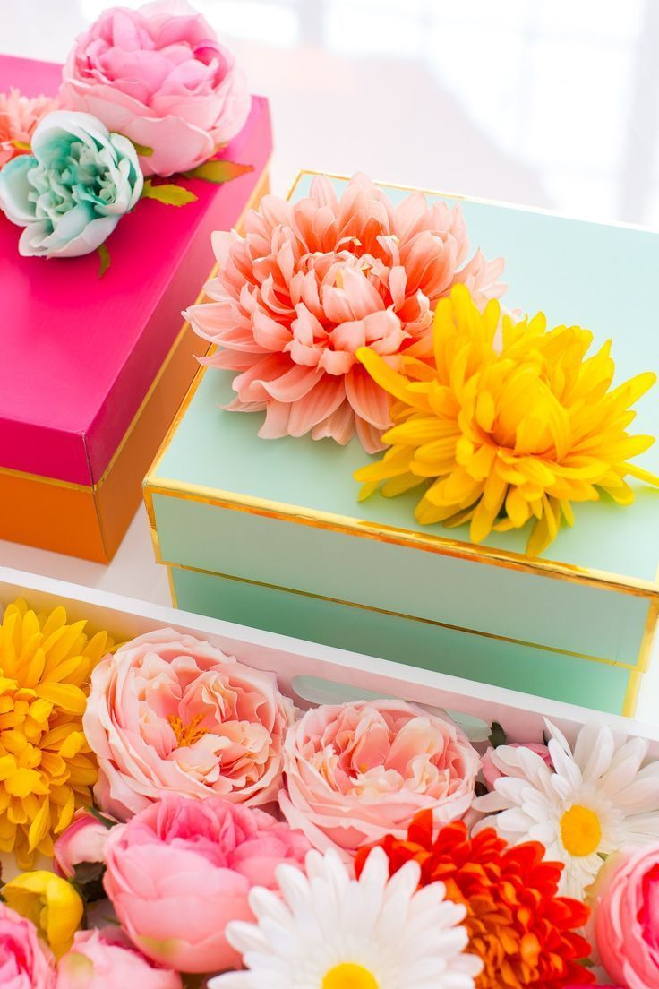 The perfect Mother's Day gift wrapping: DIY faux flower gift topper stickers...
