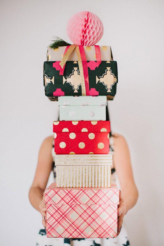 100 Layer Cake gift wrap party | Urbanic gift wrap | Photo by Fondly Forever