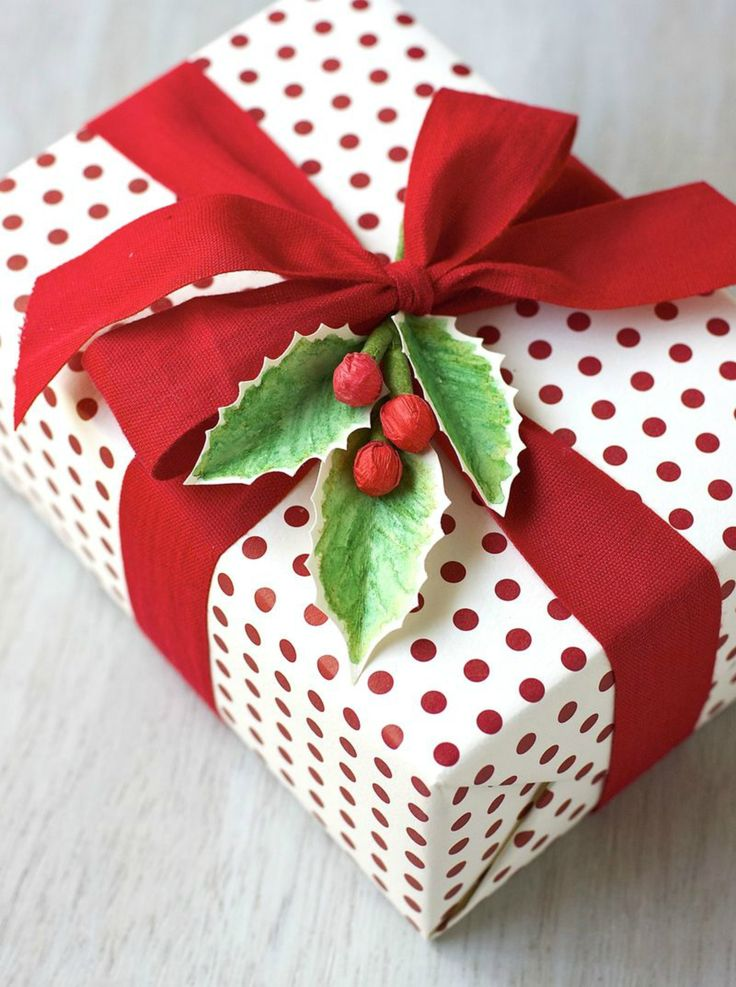 Gifts-Wrapping-Ideas-Nothing-says-Christmas-like-a-bough-of-holly ...
