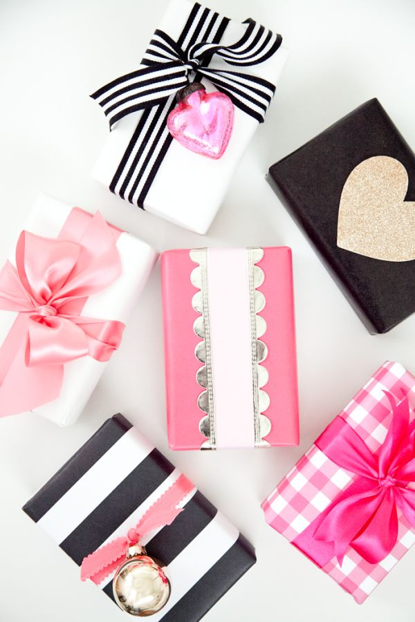 Today we're sharing this fun gift wrap over at Lil Luna (click HERE). Just lov...