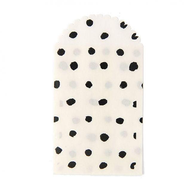 (polka dots paper bags via Anna Ka Bazaar)