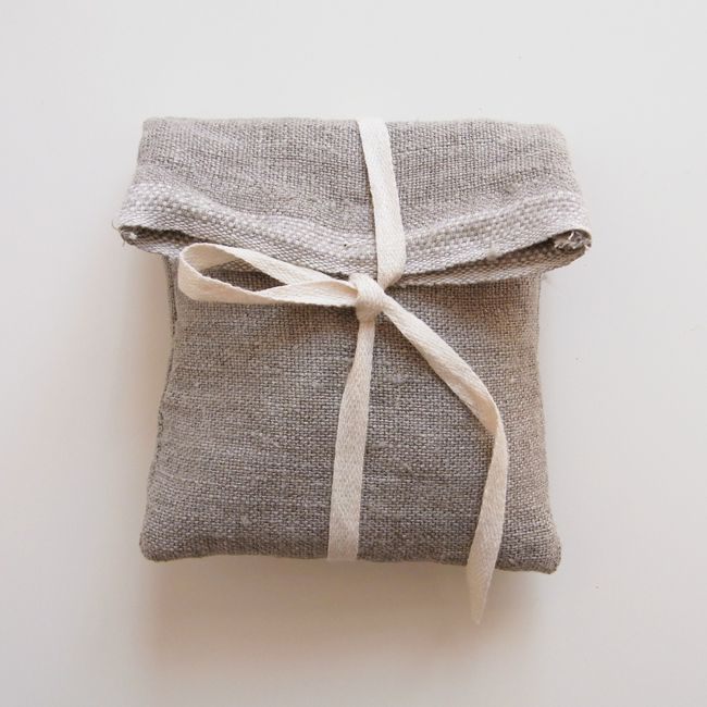 Sweet little bags for wrapping jewelry - la casita #gifts #giftwrappingideas #gr...