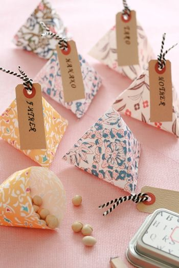 Japanese paper craft origami works which are small wrapping boxes