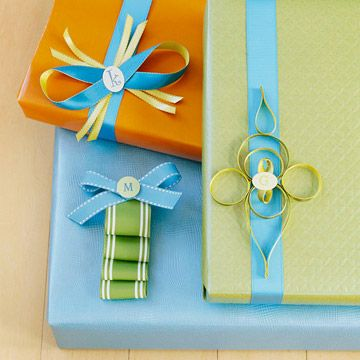 Love the look of these monogrammed tags and looped ribbon accents.