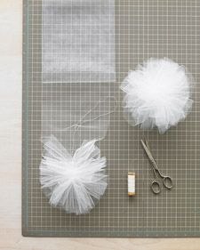 Gifts-Wrapping-Package-tulle-flowers-gift-wrap.jpg