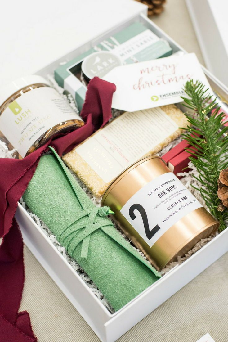 HOLIDAY CLIENT GIFT BOX// Healthcare consulting company client holiday gift boxe...