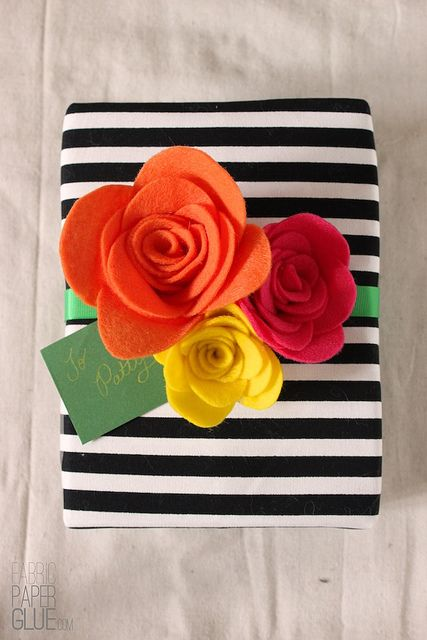DIY Felt Flowers gift topper