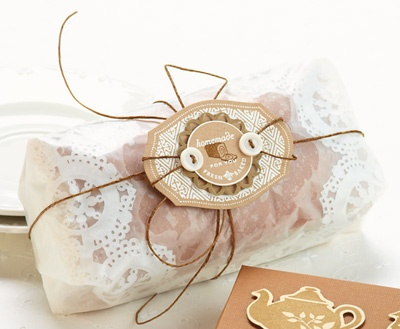 Lovely use of a paper doily inside the greaseproof wrap.