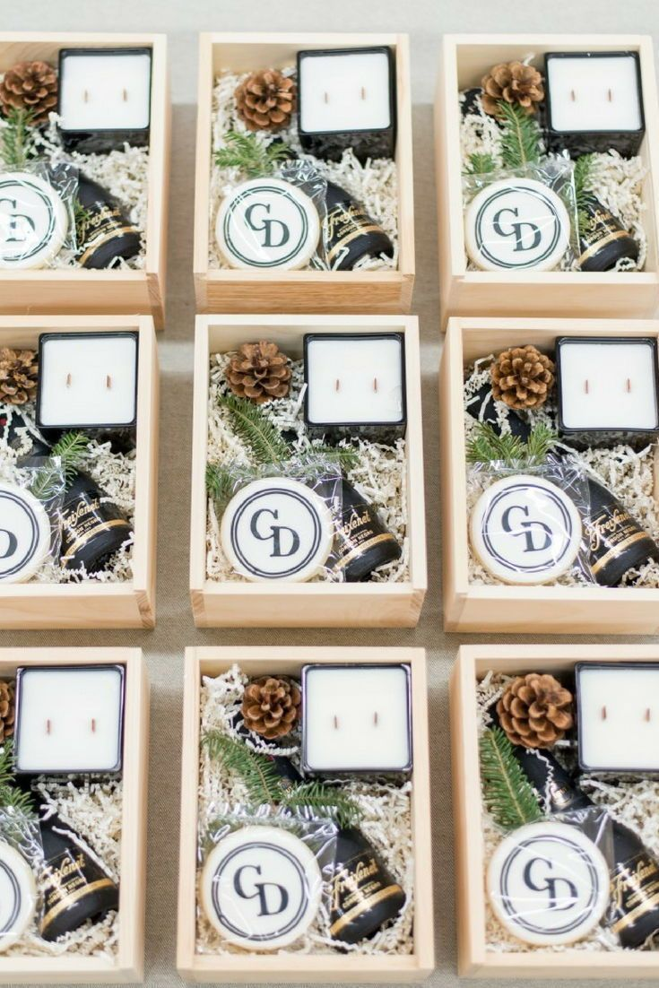 CLIENT APPRECIATION GIFT BOXES// Custom wedding planner client gifts for the hol...