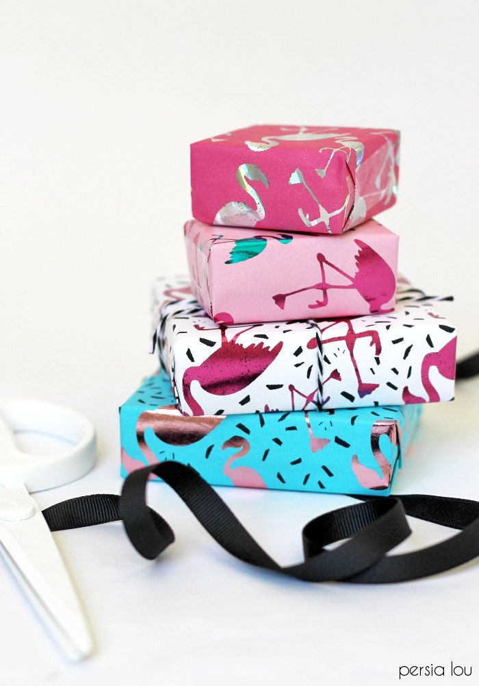 Make your own DIY Metallic Wrapping Paper with the Heidi Swapp Minc. This adorab...