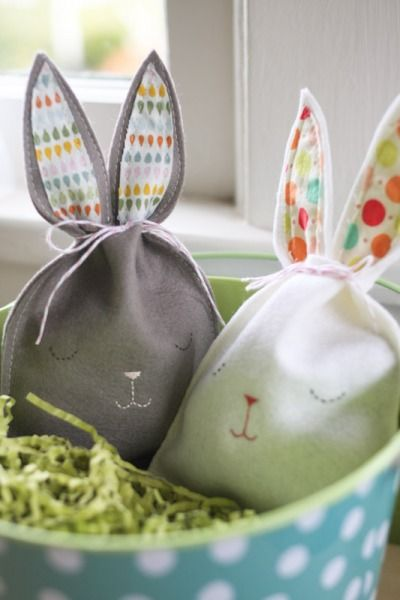 Charmingly adorable Felt Bunny Bags - what a fun alternative to traditional bask...