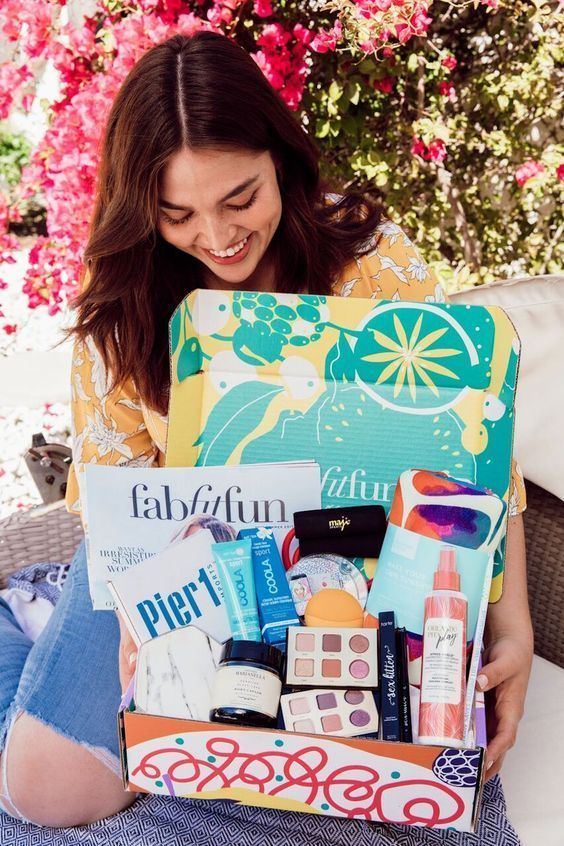 10 High School Graduation Gifts For Her You Should Give