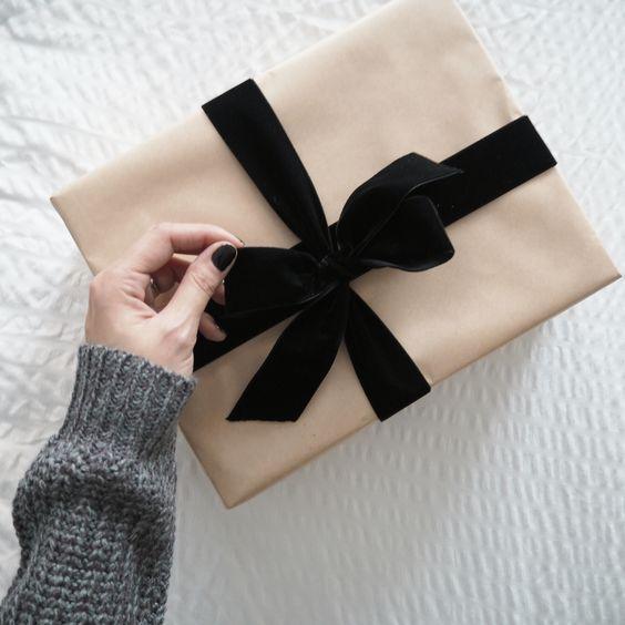 Retrouvez plein d'idées pour vos emballage cadeau en papier kraft, comme ici av...