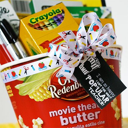 Back to school teacher gift idea! Free printable gift tag to pair with popcorn. ...