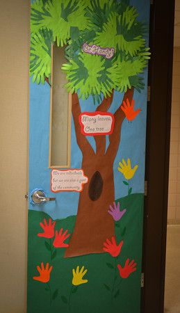 Teacher appreciation gift idea: classroom door decorating ideas