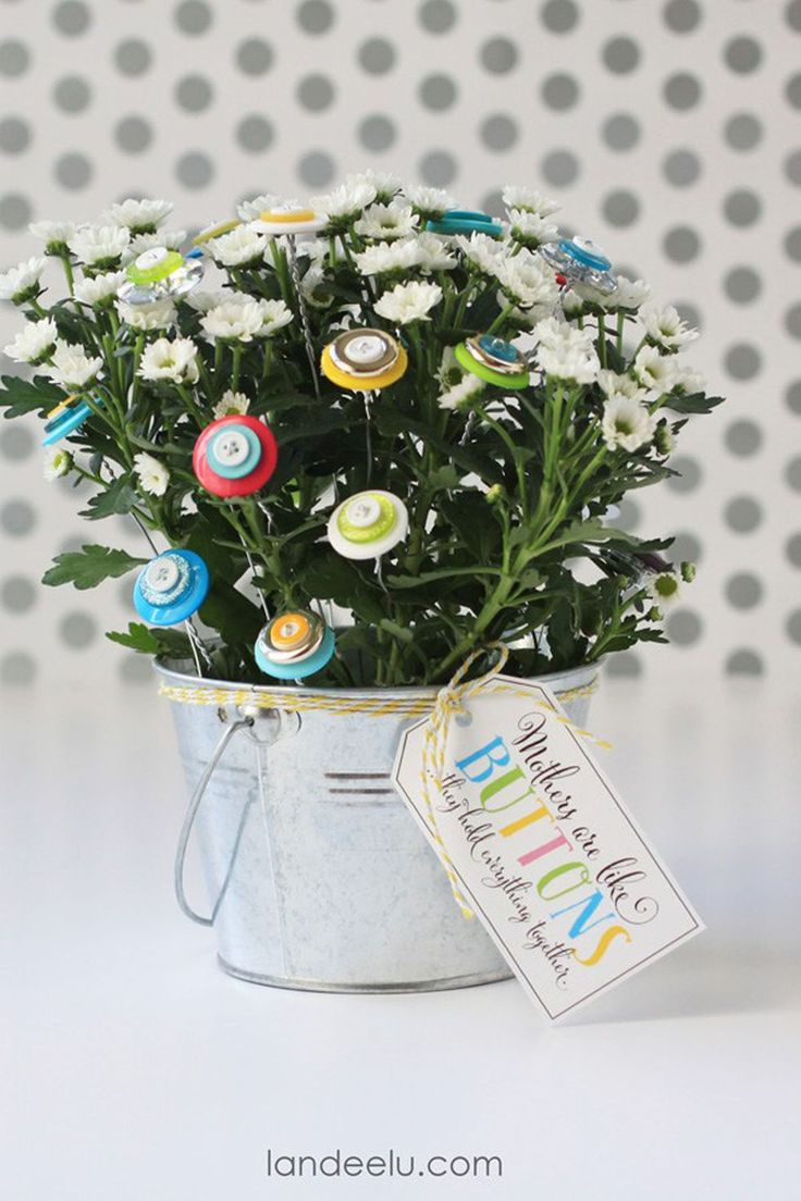 Add buttons to your handpicked flowers for a cute Mother's Day bouquet.   #holid...