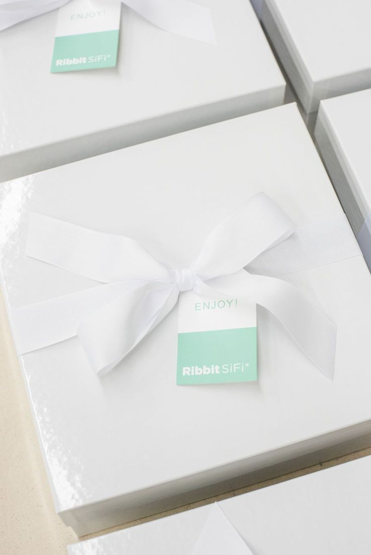 TOP CORPORATE GIFT DESIGN// Bright corporate conference welcome boxes custom des...
