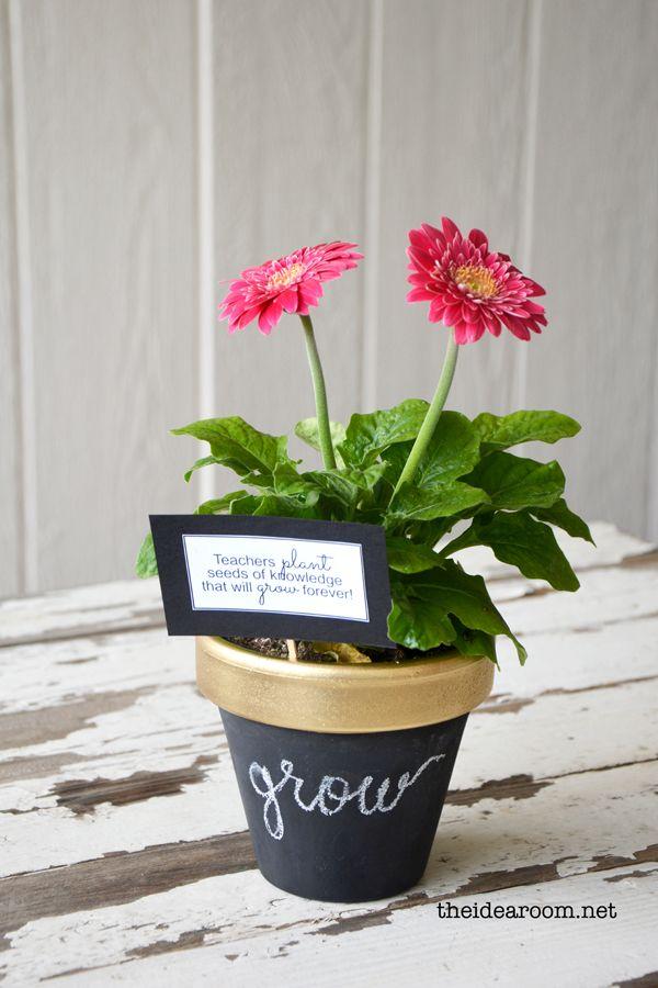 DIY chalkboard potted plant for teacher appreciation #teacher #appreciation #ide...