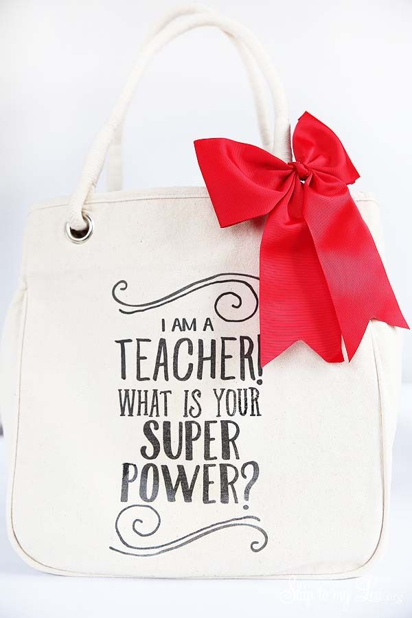 DIY teacher gift idea: tote bag. Download the free template to use with your tot...