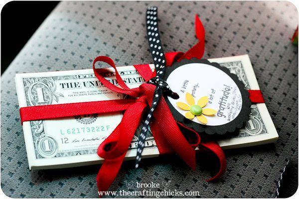 Easy Teacher Appreciation Gift Idea *FREE PRINTABLE* thecraftingchicks...