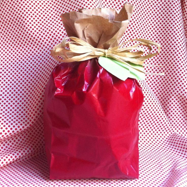 Easy back to school teacher gift idea: DIY apple treat bag. #backtoschool #teach...