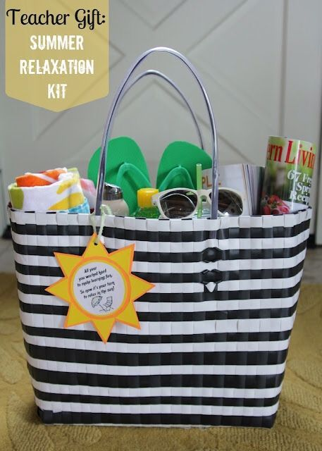 Fun the sun teacher relaxation kit with free printable.  Shared by Heather from ...