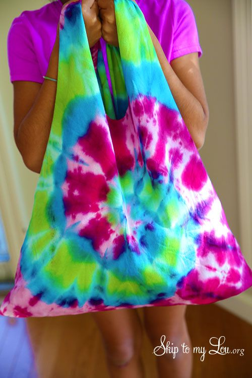 How to make a tie dye t-shirt bag. Easy tutorial and fun summer craft! #craft #k...