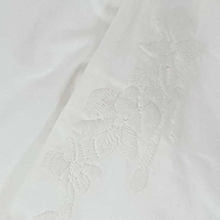 Chino by Anthropologie White Jeans Relaxed Embroidered Size 26 Measures 31
