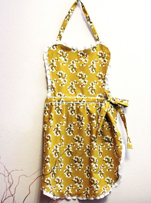This beautiful handmade apron is sure to make any cooking experience more cheerf...