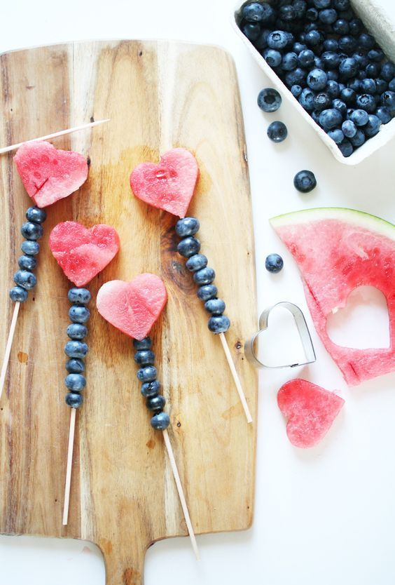 un petit cadeau pour une date de pique-nique # présentation #cœur # fruits   #...