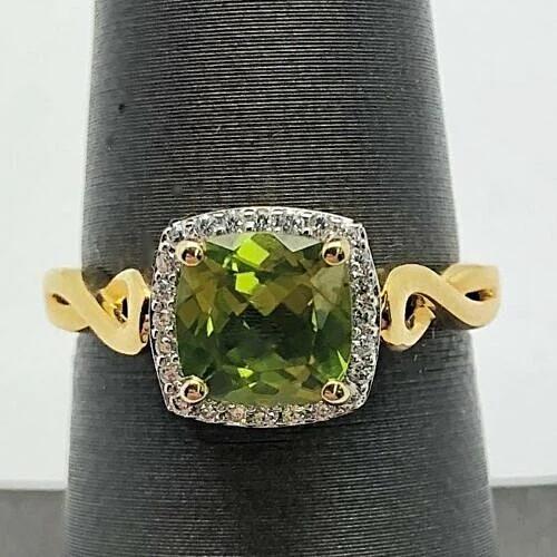 A Vintage 14K Yellow Gold Natural 2CT Cushion Cut Green Peridot Engagement Ring