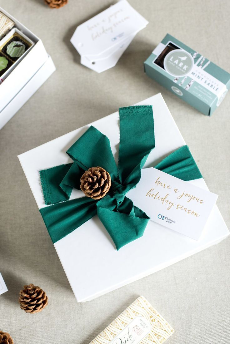 CORPORATE HOLIDAY GIFTS// Our favorite brand-inspired corporate gift boxes curat...