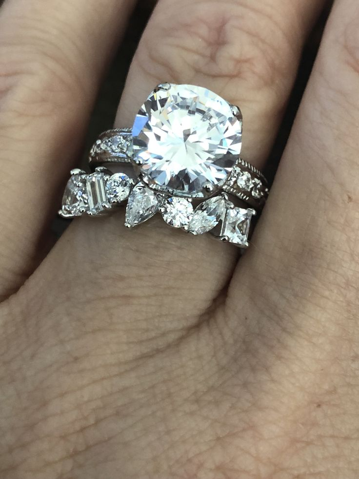 A Flawless 4CT Round Cut Solitaire Russian Lab Diamond Bridal Set