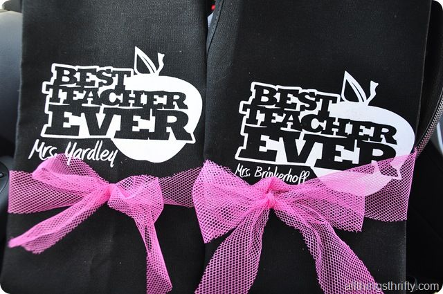 Brooke from All things thrifty sharing these adorable personalized aprons for Te...