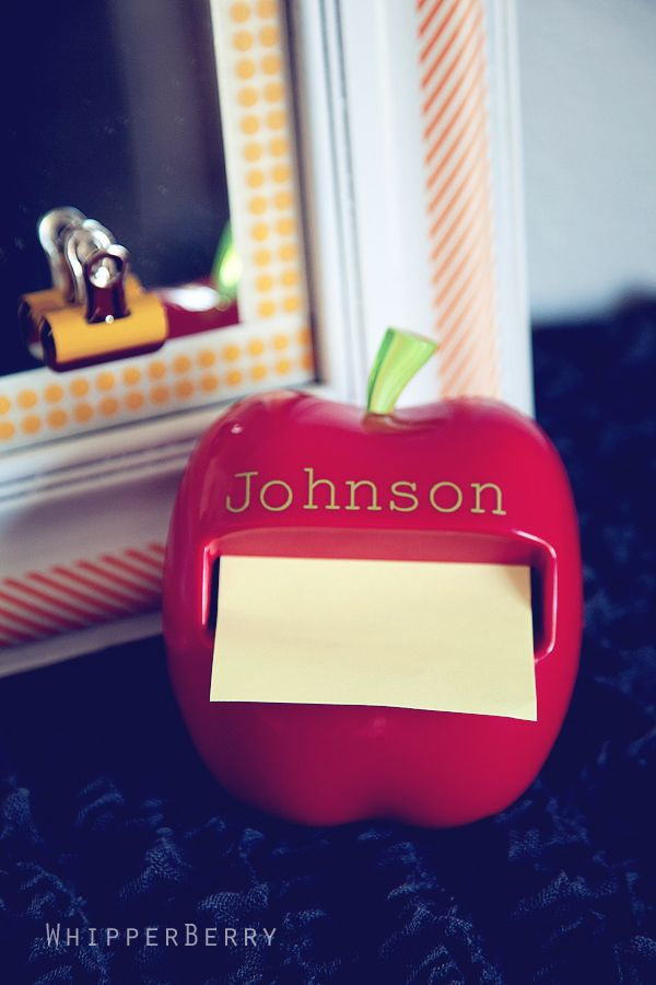 Apple post it note dispenser for a back to school teacher gift idea #backtoschoo...